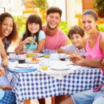 7 grunner til å reise flere familier sammen med småbarn på ferie